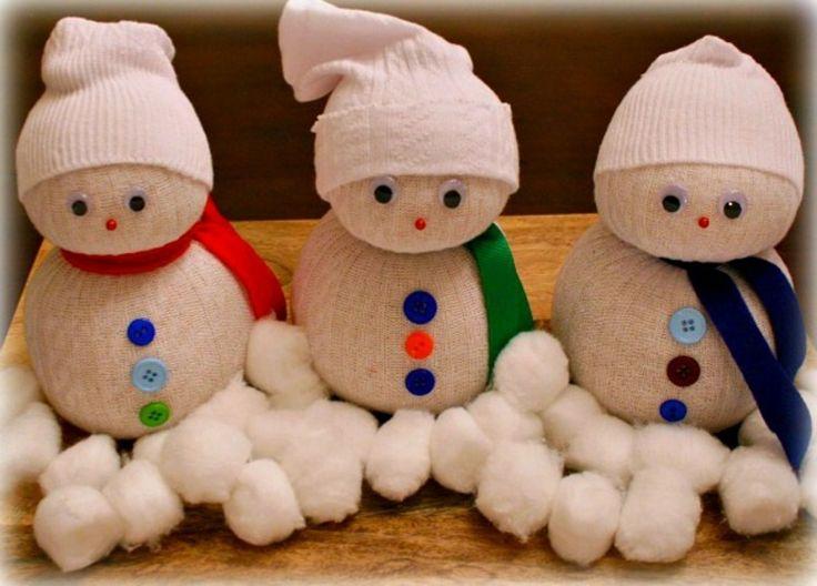 bricolage Noël maternelle- bonhommes de neige en chaussettes
