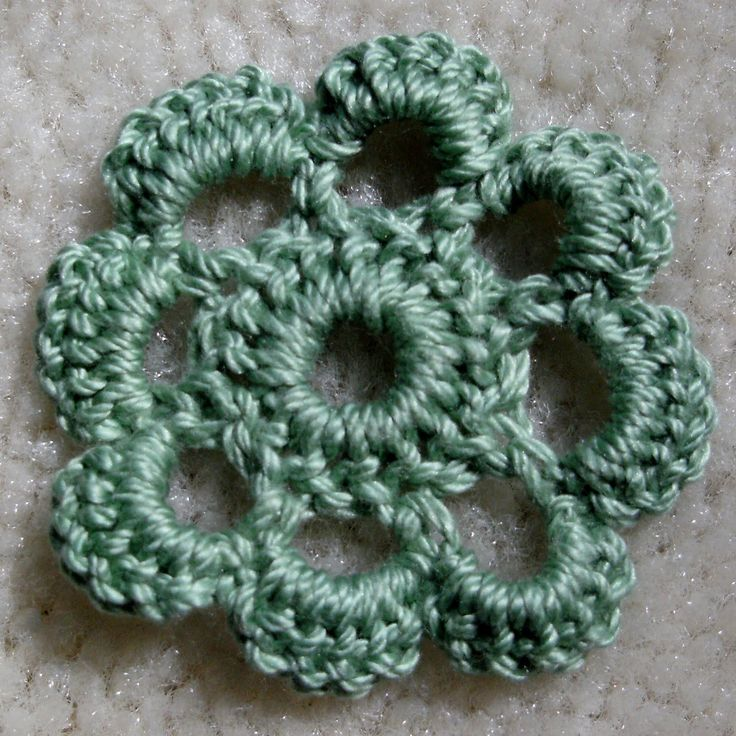Crochet A Flower : Mandipidy: YARN IT ALL: Tutorial 11 [How to Crochet a Flower]