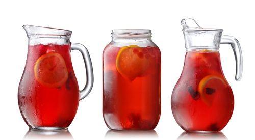 Os sucos de frutas que podem ser usados para complementar o tratamento clínico da artrite reumatóide devem ser preparados com frutas que possuem...