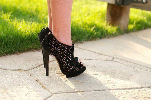 Cutout, Fashion, Summer Shoes, Woman Shoes, Black Shoes, Flower Power, Black Heels, Nicholas Kirkwood, Cut Out