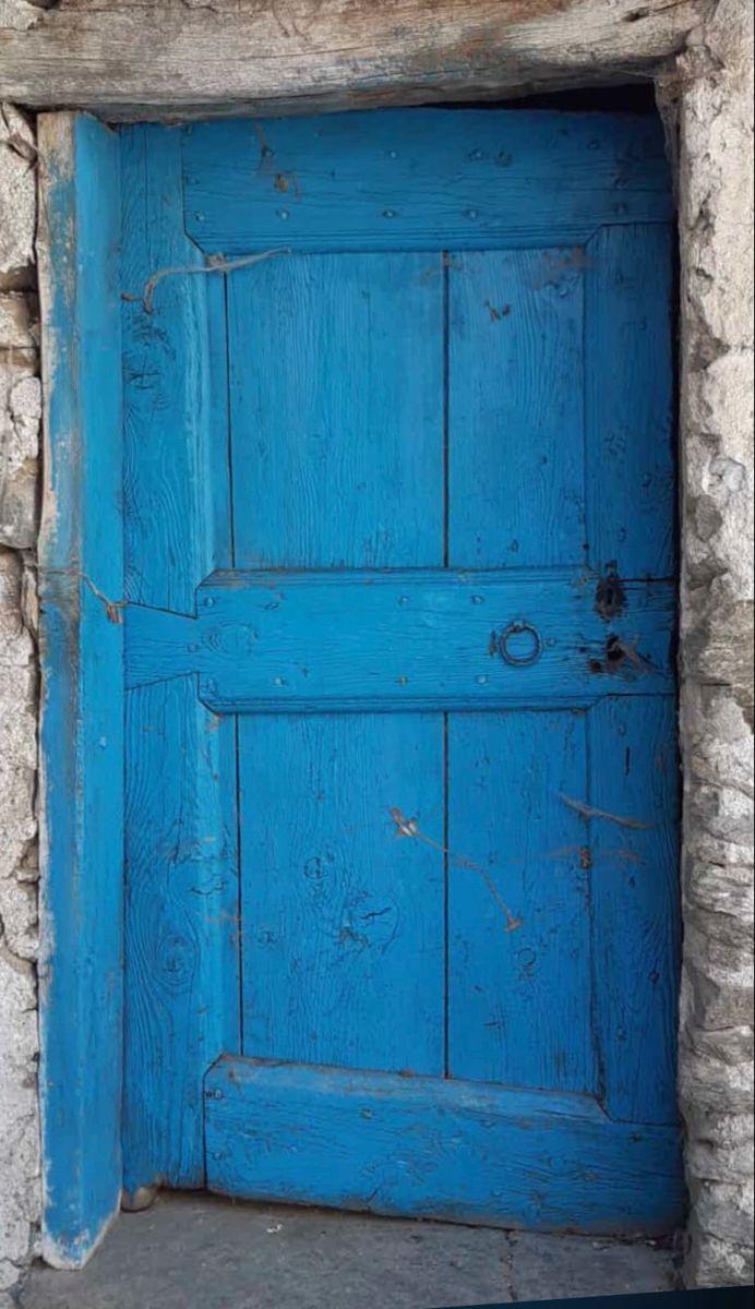 Migliori Maniglie Per Porte Interne porta rustica chiodata e dipinta di azzurro nel 2020 | porte
