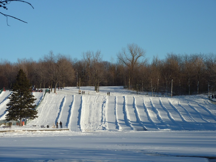 Les fameuses glissade du Mont-Royal! Vive l'hiver québécois!