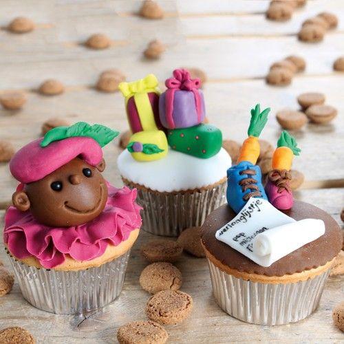 Maak met ons recept heerlijke Sinterklaas cupcakes met een speculaas smaak en stukjes amandelspijs.
