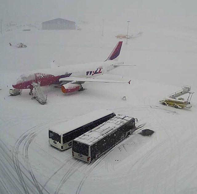#airplane #plane #snow #winter; photo: @szymifly Instagram