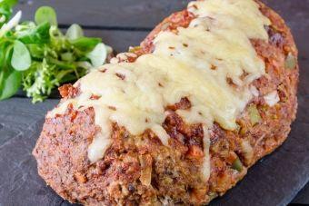 Pain de viande farci à la soupe à l'oignon et gratiné au fromage