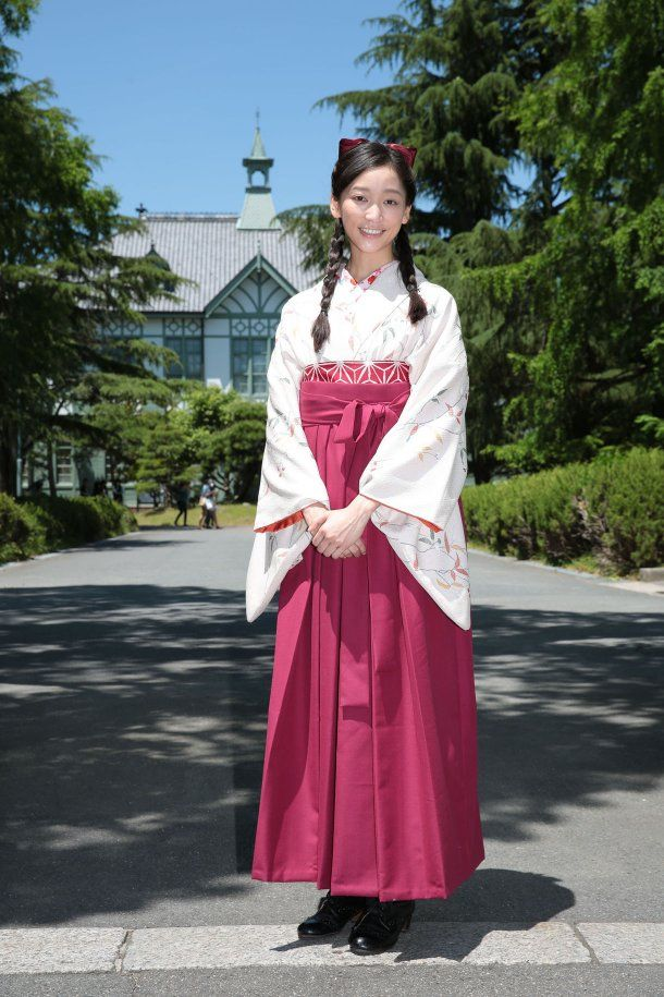 Japanese actress Anne at Nara Women's University for TV drama, wearing Kimono and Hakama 杏「ごちそうさん」奈良ロケ