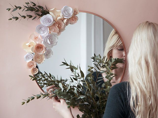 Do It Yourself : le miroir fleuri de Mamie Boude | Le blog de Maisons du Monde