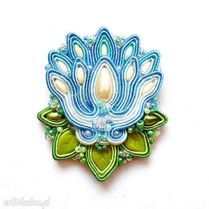 • niesztampowe broszki, biżuteria - broszka niebieska lilia