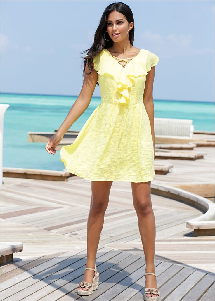 Kleid mit Volant helllimone - BODYFLIRT jetzt im Online Shop von bonprix.de ab ? 29,99 bestellen. Aufregendes Webkleid mit tiefem, gekreuztem V-Auschnitt ...