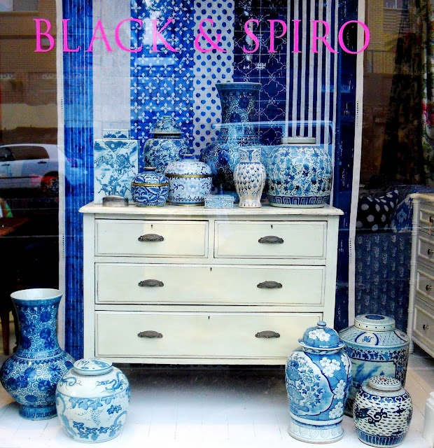 vases: Shops Windows, Gingers Jars, Anna Spiro, Absolut Beauty, Beauty Things, Windows Display, Homes Decoration, White Porcelain, Blue And White