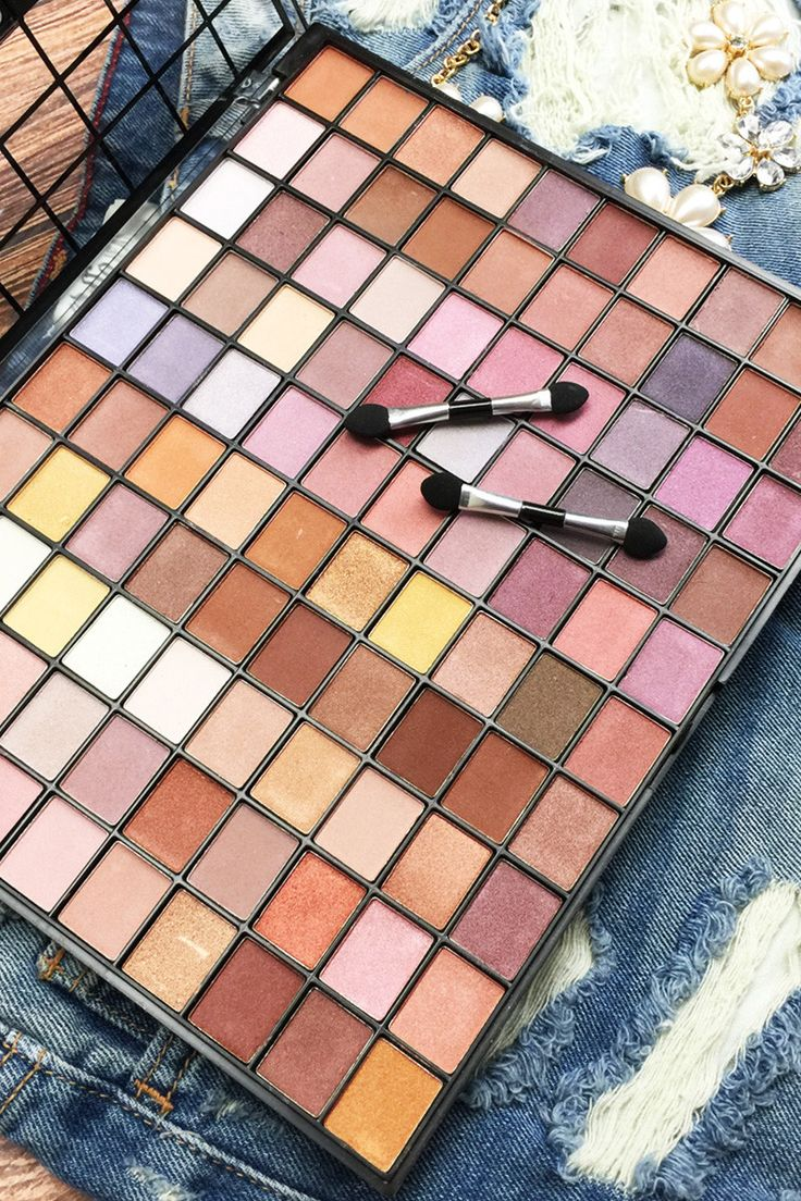 The Pro Artisty x100 Ultimate palette. This kit is full of bright, highly pigmented colors in both matte and shimmer formulas to create an endless number of day and evening looks. Every makeup lover n