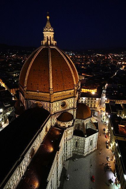 Florence Duomo at night - Bussines and Marketing: I´m looking forward for a new opportunity about my degrees dinamitamortales@ gmail.com
