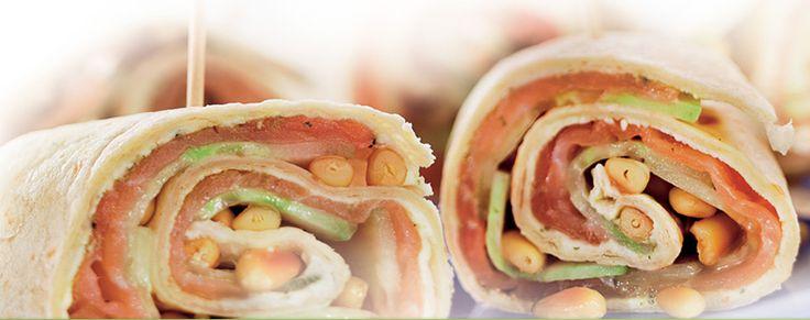 Wraps met gerookte zalm en komkommer