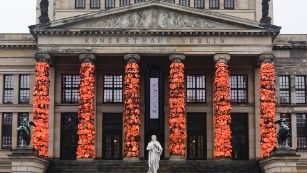 Ai Weiwei covers Berlin landmark in 14,000 refugee life jackets