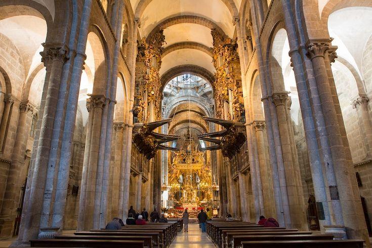 Interior da Catedral de Santiago-nave central. Своды собора Сантьяго-де-Компостела.