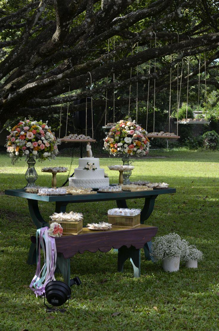 Mesa do bolo e doces + banquinho + balancinhos