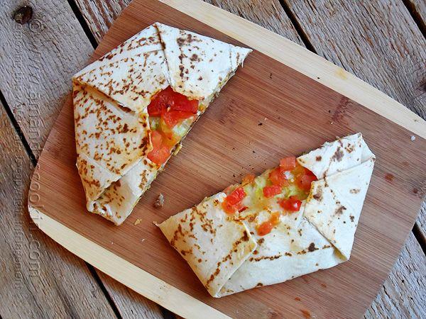 Copycat Taco Bell Crunchwrap Supreme @Amanda Formaro Amanda's Cookin' #tacorecipe #crunchwraprecipe #tacobell