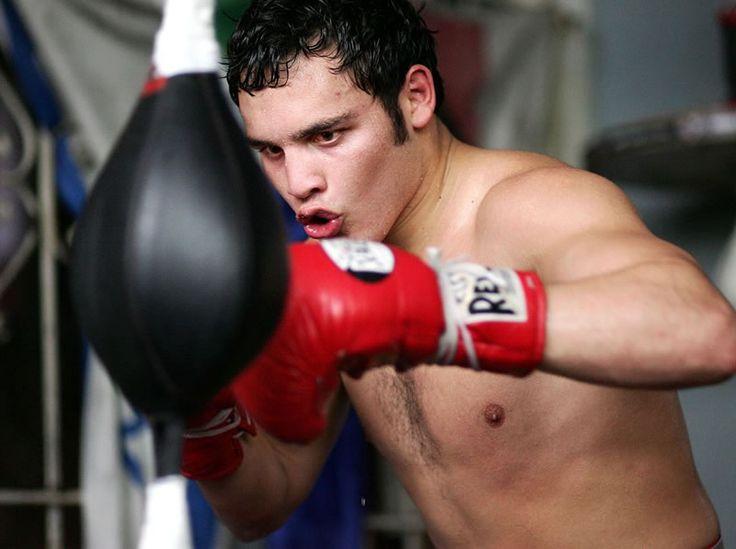 Julio César Chávez Jr. vs Marco Reyes ¿A qué hora es la pelea? - http://webadictos.com/2015/07/17/chavez-jr-vs-reyes-horario-pelea/?utm_source=PN&utm_medium=Pinterest&utm_campaign=PN%2Bposts