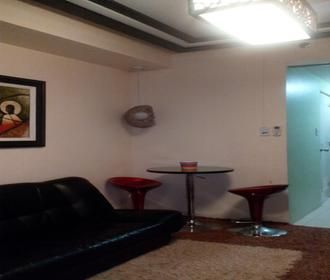 7 units listed for rent at The Grand Towers in Malate, Manila City including studio, fully furnished types