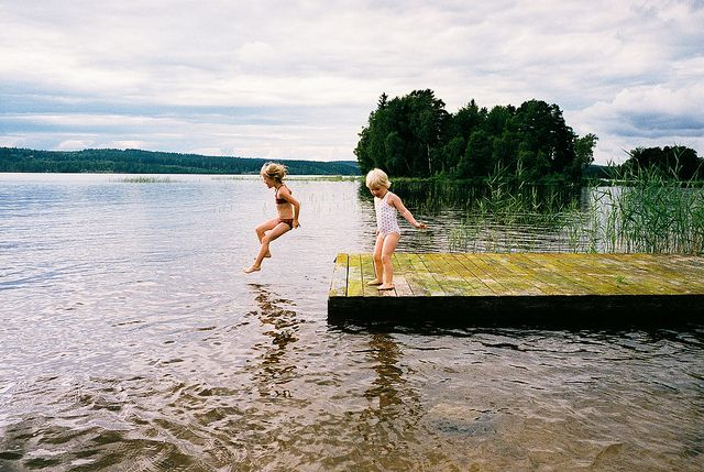 Finnish summer activities, swimming in the lake