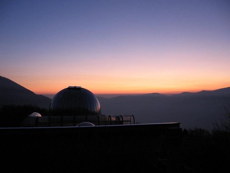 """L'osservatorio astronomico """"Serafino Zani"""" al tramonto"""