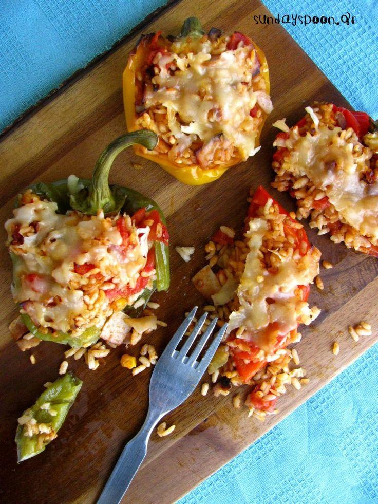 Πιπεριές γεμιστές με ρύζι, ζαμπόν και μπέικον • sundayspoon