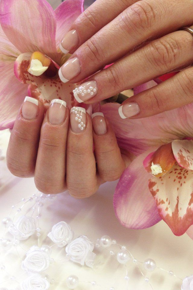 nail art mariage French manucure avec perles