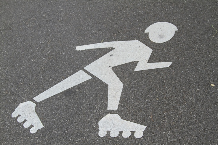 Rollerblading is the new hot things in NY, with own icons on the streets - watch out