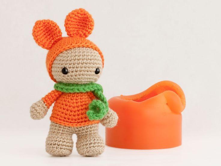 Amigurumi muñeca disfrazada de conejito