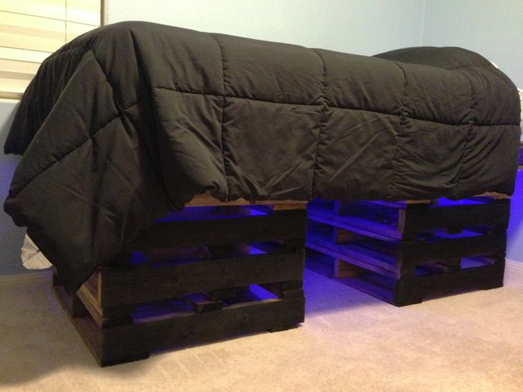 pallet bed i made for my 13 year old 9 pallets 8 3x3 and