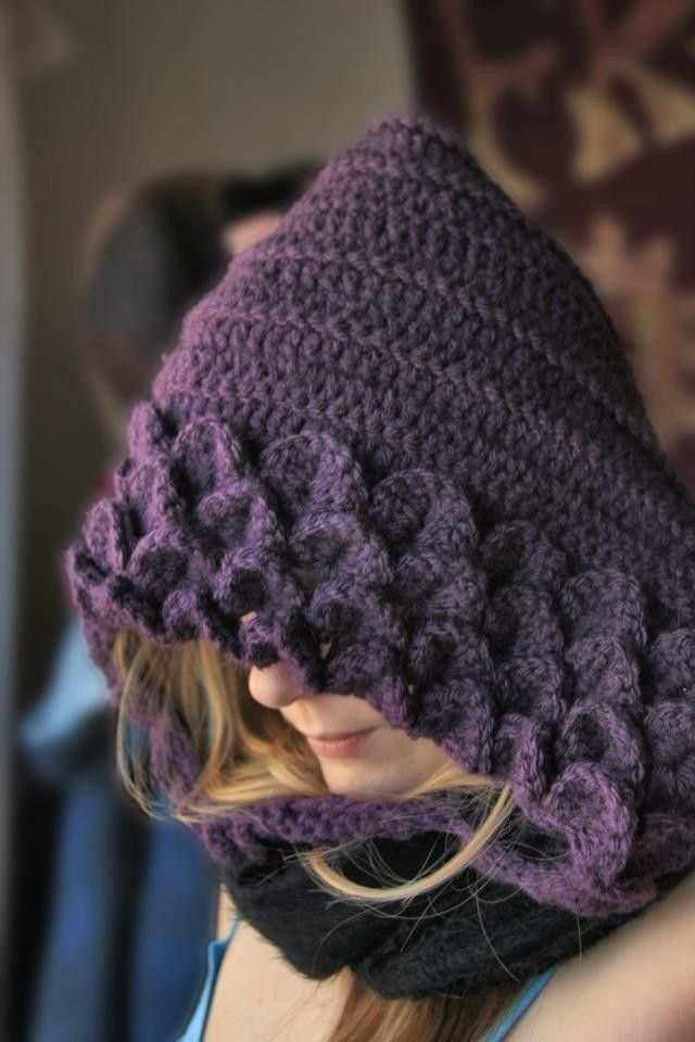 Crocodile Stitch Hood  •  Free tutorial with pictures on how to make a hooded scarf in under 120 minutes