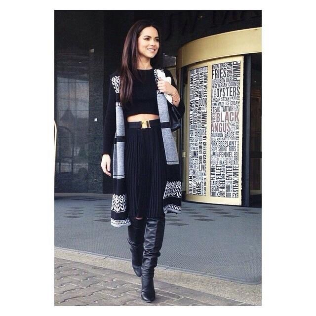 Love Inna's outfit! Black and white...So cute...love the west and the cropped top...the belt..,everything!