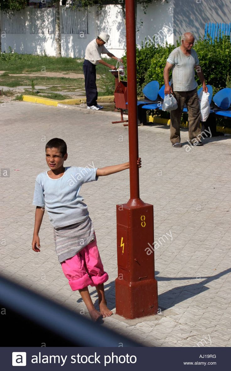 http://c7.alamy.com/comp/AJ19RG/child-hanging-around-mangalia-train-station-romania-AJ19RG.jpg