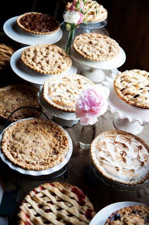 Rustic Wedding Pie Bar / http://www.himisspuff.com/fall-wedding-ideas-themes/6/