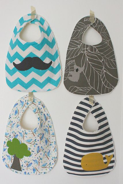 baby bibs - more cute color combos, has link to tutorial