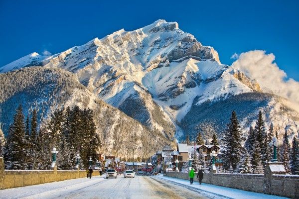 Wanting to travel to Banff this ski season? Book before 31st August to get great early bird specials! Photo credit: Banff Lake Louise Tourism/ Paul Zizka