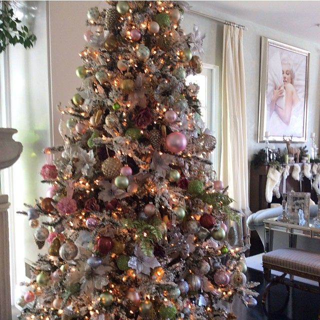 Christmas decor.. Lisa Vanderpump..