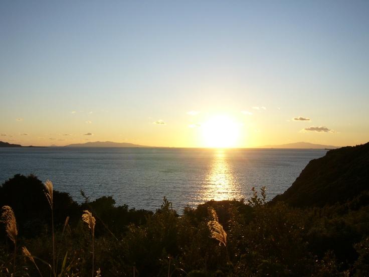 夕日が沈み輝く。11月から2月くらいまでの晴れた日は絶景です。