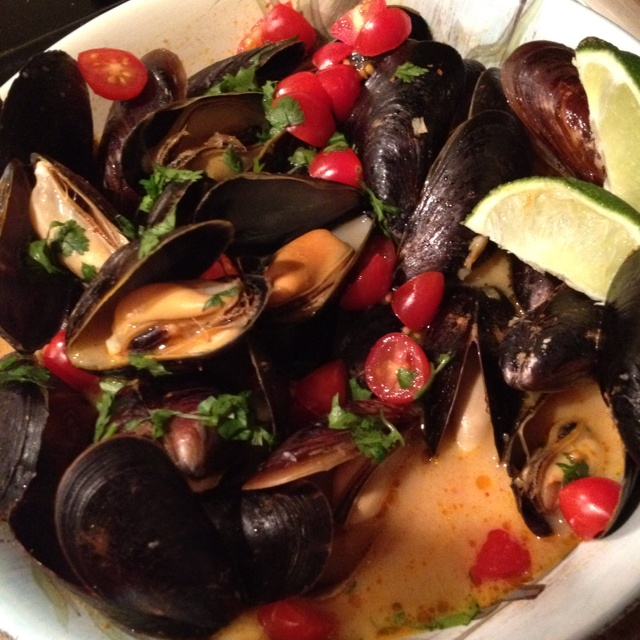 Red curry, coconut & ginger mussels | food porn | Pinterest