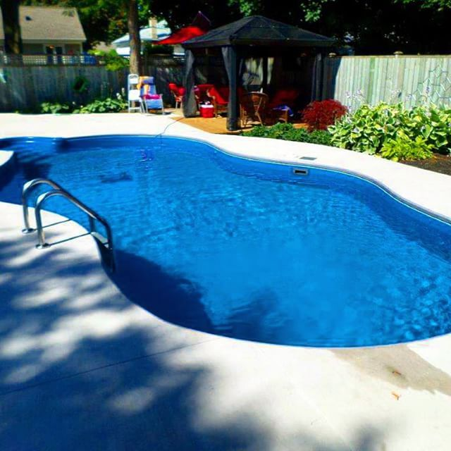 Acid Wash Gunite Pool : Concrete decking shows off the true beauty of this liberty