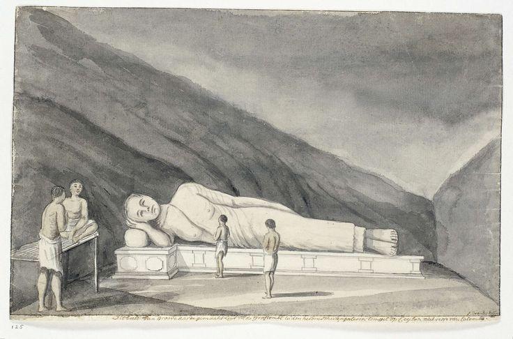 Jan Brandes | Liggende boeddha in Singalees heiligdom, Jan Brandes, 1785 | Interieur van een grot met een beeld van de liggende Boeddha van vijf manslengten lang en één manslengte hoog en enkele Singalezen in lendedoeken. Met opschrift.