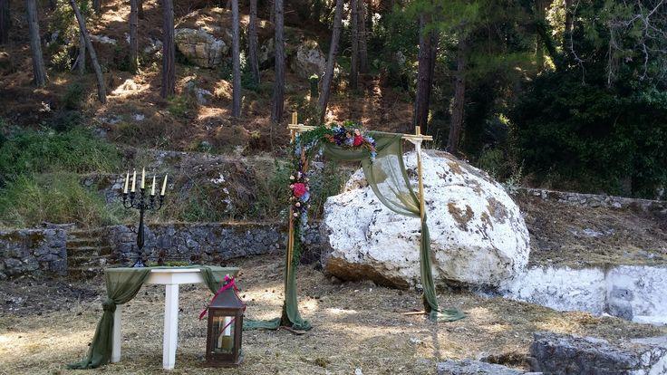 Woodland ceremony with hydrangeas by Gourioti Flowers
