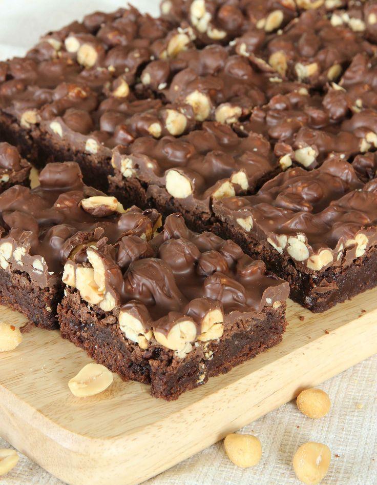 Ljuvlig, lite kladdig browniebotten, smält choklad & jordnötter. En riktig fullträff!