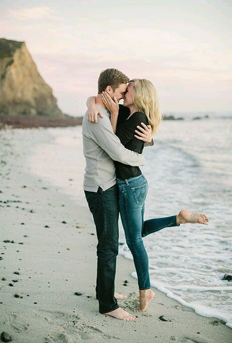 dp pasangan romantis foto ciuman gambar