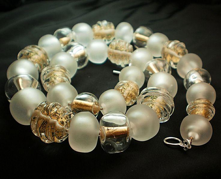 Náhrdelník z ručně vinutých perel, autorský šperk z dílny jibadu