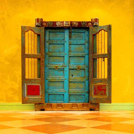 Abriendo Puertas y Ventanas: The Doors, Yellow Wall, Blue Doors, Window, Vibrant Colors, Front Doors, Colors Doors, Doors Colors, Turquoi Doors
