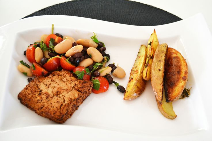 Grilled tofu with a beansalad