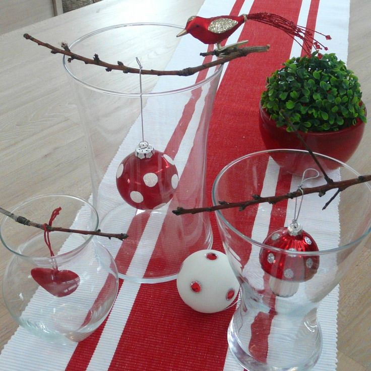Christmas table decorations. @Lori Bearden Eichman   Here is an idea for the vases!