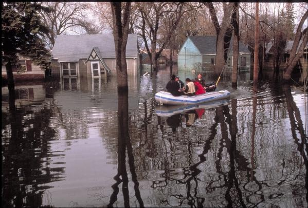 Grand Forks, N.D., April 1, 1997 - Search & Rescue personal go through Grand Fork neighborhoods flooded by the Red River.    FEMA/Michael Rieger