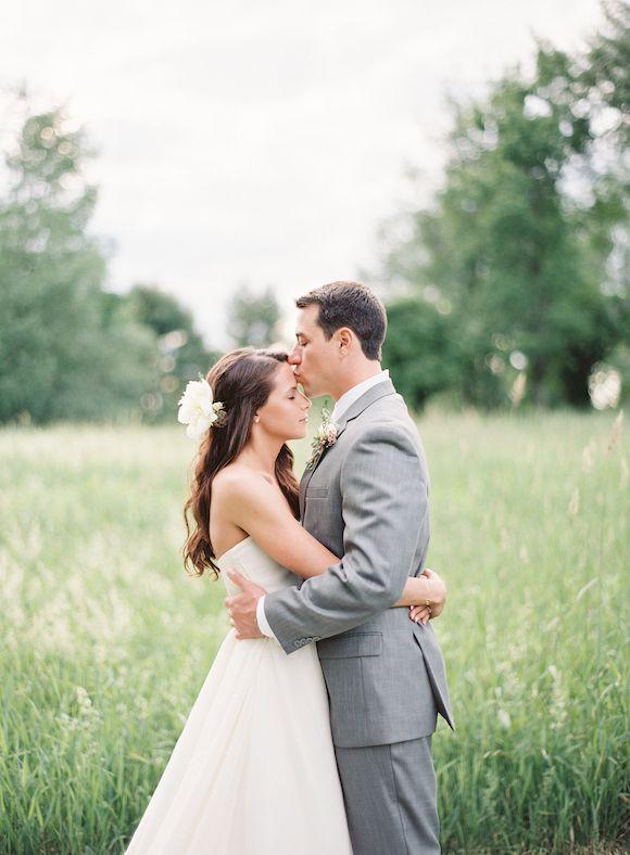 http://magnoliarouge.com/classic-navy-grey-new-england-wedding/